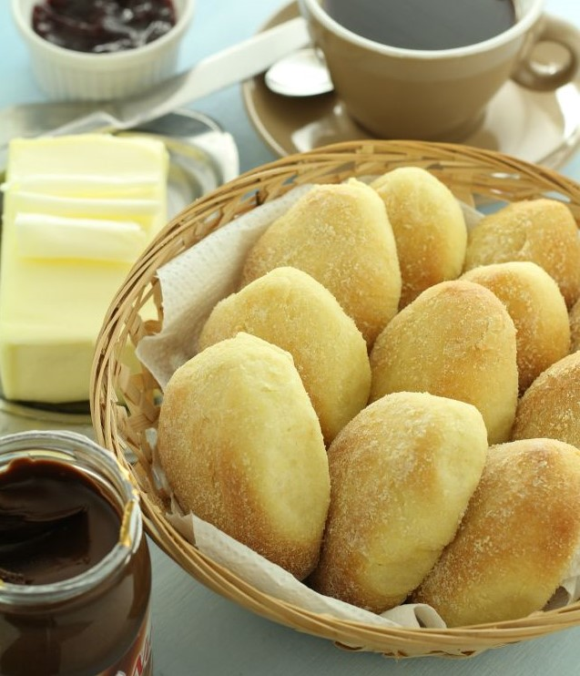 Pandesal with tea